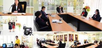 ผู้อำนวยการชฎาพร เธียรศิริพิพัฒน์ เป็นประธานประชุมผู้ปกครองห้องเรียนพิเศษ ระดับชั้น ม.1-6 ผ่านระบบการถ่ายทอดสด